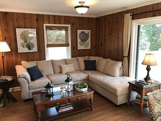 Casablanca - 2 Story Family Home With Main Channel View of the Lake. 7MM Osage A