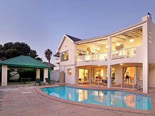 Merridew - Walking distance to Camps Bay Beach