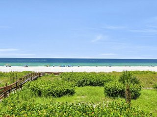 Gated beachfront condo w/ stunning ocean views, heated pools & fitness room