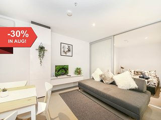 A Cozy 2BR Apt with a Pool Next to Southern Cross