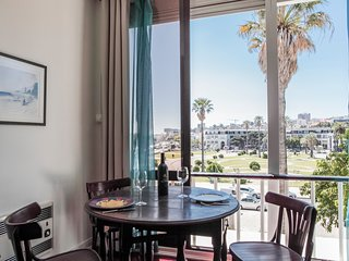 E8 - ESTORIL BEACHFRONT APARTMENT - STUDIO
