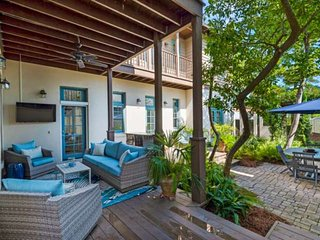 10% OFF Fall Dates! Beautiful Remodeled Rosemary Beach Home w/Private Courtyard