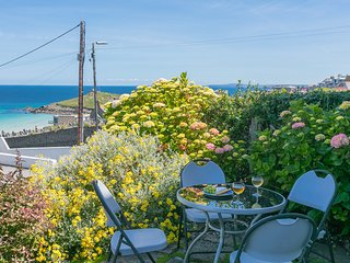 14 Channel View, Parking, Beach 100m, Sleeps up to 8 & Baby, Fantastic Sea Views