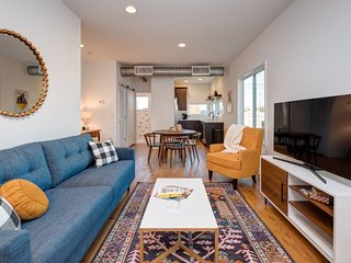 Chic 1 Bedroom in the Nations - Close to Downtown