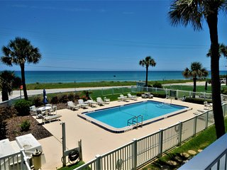 Newly Renovated, Gorgeous Oceanfront Condo w/Pool, 10 mins from Daytona!!