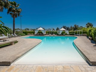 Martano Villa Sleeps 8 with Pool and Air Con - 5713843