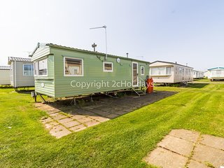 6 berth mobile home to hire at Scratby Great Yarmouth in Norfolk ref 50041 C