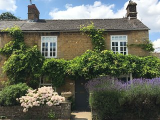 Wisteria Cottage, a beautifully decorated and furnished Cotswold stone cottage