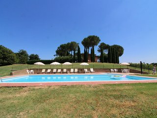 15 bedroom Villa with Pool - 5690017