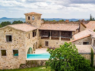 11 bedroom Chateau with Pool and WiFi - 5049488