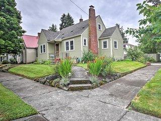 Charming Home w/ Yard - 5 Mins to Downtown Salem!