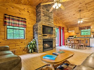 Bryson City Cabin in Smoky Mountains w/ Hot Tub!