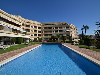 3 bedroom Apartment with Pool, Air Con and WiFi - 5051617