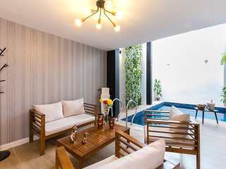 3 Bedroom, Private Heated Pool 1 block from Lleras AC Front desk