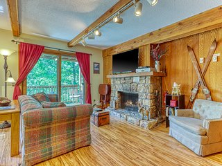 Mountain-side condo w/ private covered balcony - close to lodge!