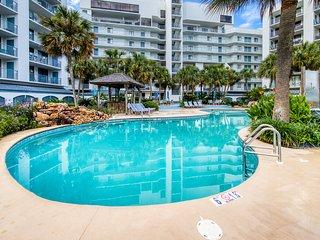 Waterfront condo w/ beach access, shared pool, hot tub, & tennis
