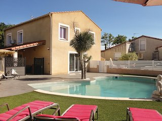 Beautiful home in St Jean de Vedas w/ Jacuzzi, Outdoor swimming pool and 4 Bedro
