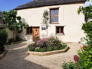 BADHARLICK GRANARY, pet-friendly, WiFi, near Launceston