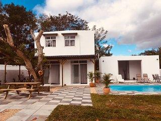 Belle villa neuve avec grande piscine privee a seulement 3 minutes de la mer