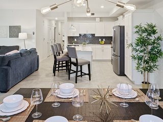 SPECIAL OFFER! - Luxury New Home (5 Min Disney and Outlets) at Storey Lake Resor