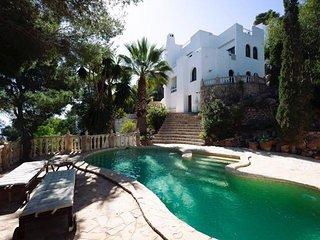 Villa mit Pool und Meerblick auf Ibiza