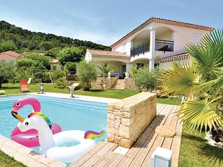 Amazing home in Bagnols sur Ceze w/ Outdoor swimming pool, WiFi and Outdoor swim
