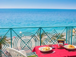BLUE BEACH AP4172 bY RIVIERA HOLIDAY HOMES