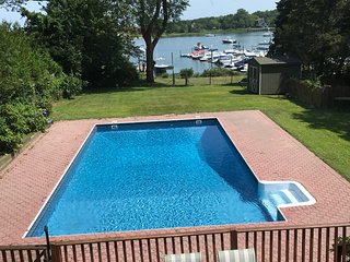 Waterfront Community with pool and baybeach