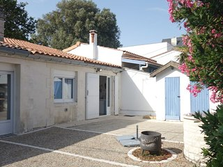 2 bedroom Villa with Walk to Beach & Shops - 5810147