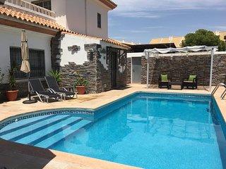 Wunderschöne Villa mit Pool, 900 m zum Strand