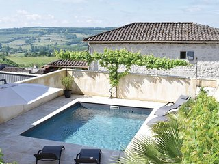 Awesome home in Monpezat d'Agenais w/ WiFi, Outdoor swimming pool and 3 Bedrooms