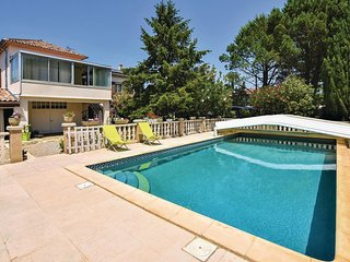 Awesome home in Caumont sur Durance w/ Outdoor swimming pool, WiFi and Outdoor s