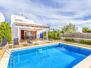 3 bedroom Villa with Air Con, WiFi and Walk to Beach & Shops - 5334598