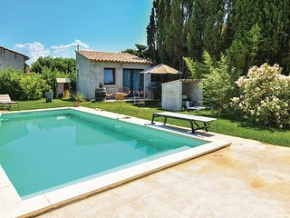 Nice home in Ste Cecile les Vignes w/ Outdoor swimming pool, WiFi and Outdoor sw