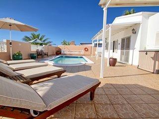 Villa La Estrella, 3 Bed, 2 bath, Hot TUB,WIFI, SKY TV,T Tennis & Pool Table A/C