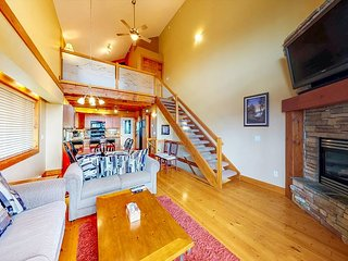 NEW UNIT! Ski in / ski out chalet w/ private hot tub & mountain views