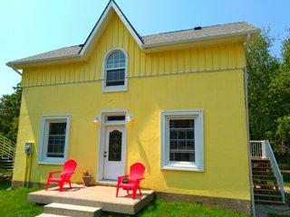 Blacksmith Cottage - lower Unit - Built in 1906 in Port Albert, Ontario