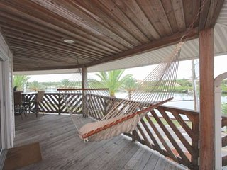 Relaxing Balcony To Die For! Cottage décor, upscale kitchen, W/D, Cable, Wi-Fi -