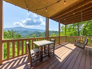 Valley-view cabin w/ Jacuzzi tub & covered deck for outdoor entertainment!