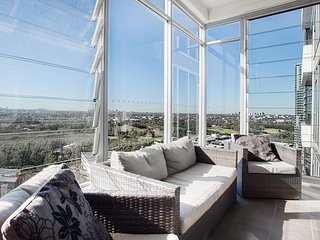 Australia Towers, 1 Bed Spacious and Bright Apartment, Fantastic Views