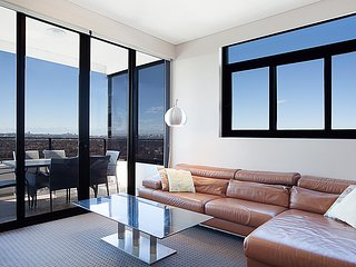 Australia Towers, 3 Bed 2 Bath Apartment, Amazing Sydney CBD Views