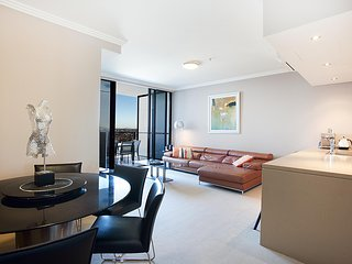 Australia Towers, 2 Bed 2 Bath Stylish Apartment with City Views