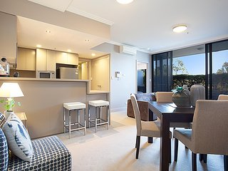 Australia Towers, 1 Bedroom New Apartment With Courtyard