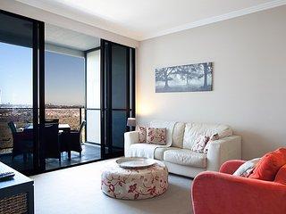 Australia Towers, 2 Bed 2 Bath Apartment, Fantastic Sydney CBD Views