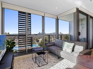Breathtaking Unit With City And Racecourse Views