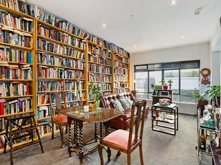 Comfortable Book Lined Space In Heart Of CBD