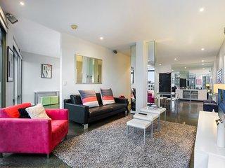 Designer apartment close to beach, transit, city