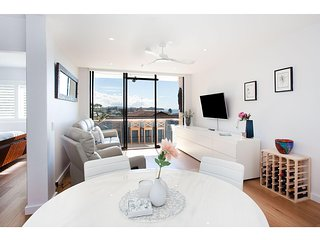 Relaxed Northern Beaches Apartment With Ocean View