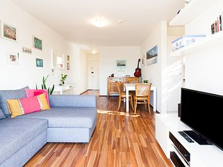 Renovated apartment in classic beachside block