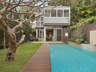 Family Designer Home, In Quiet Balmain Area